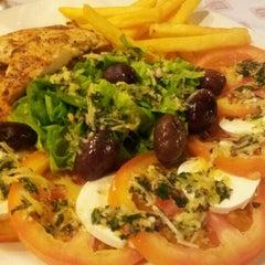 Photo taken at Blog burger by Caroline Q. on 4/13/2012