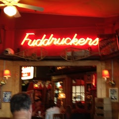 Photo taken at Fuddruckers by Luis Z. on 8/18/2012