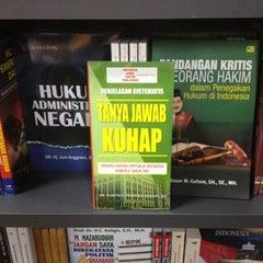 Photo taken at Toko Gunung Agung by Baren Sipayung on 8/25/2012