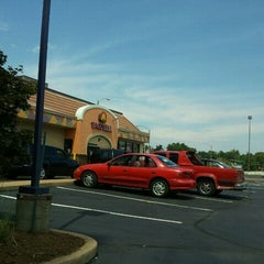 Photo taken at Taco Bell by Tony S. on 8/12/2011