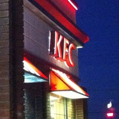 Photo taken at KFC by Vianca on 10/5/2011