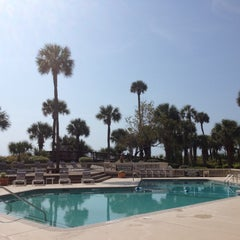 Photo taken at Palmetto Dunes Oceanfront Resort by Dustin H. on 3/29/2012