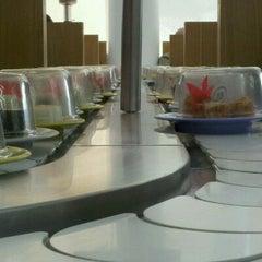 Photo taken at Moshi Moshi by Gerardo D. on 10/15/2011