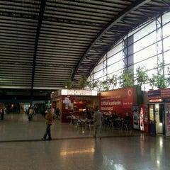 Photo taken at Estación de Autobuses de Valencia by Wilo Rodolfo C. on 11/19/2011