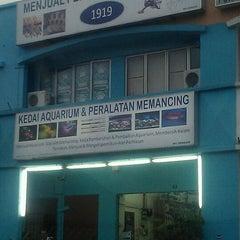 Photo taken at 1919 Aquarium & Pet Shop by Kok Wai C. on 10/11/2011