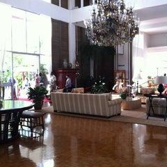 Photo taken at The Kahala Hotel & Resort by Yukio E. on 4/16/2012