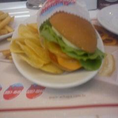 Photo taken at Achapa Hamburger by Pedro F. on 3/17/2012