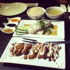 Photo taken at Singapore Food Republic by Denise C. on 6/29/2012