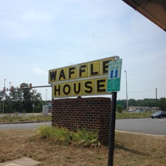 Photo taken at Waffle House by Ariese P. on 7/8/2012