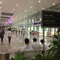 Photo taken at Da Nang International Airport (DAD) Sân bay Quốc tế Đà Nẵng by Hà Vũ .. on 4/27/2012