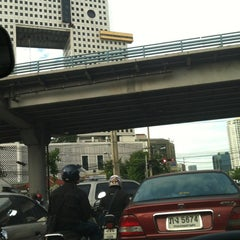 Photo taken at แยกรัชโยธิน (Ratchayothin Intersection) by Daow Ja D. on 8/1/2012