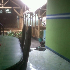 Photo taken at Warung nasi puspa by OkEu O. on 10/21/2011