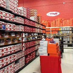 Photo taken at Sports Authority by Luiz B. on 6/17/2012