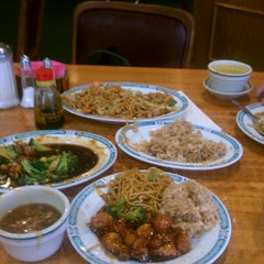 Photo taken at Taiwan Chinese Restaurant by Tony G. on 8/4/2012