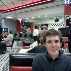 Photo taken at Steak 'n Shake by Alexander H. on 12/2/2011