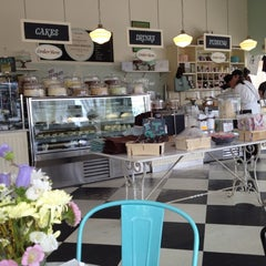 Photo taken at Magnolia Bakery by Angelo D. on 4/24/2012