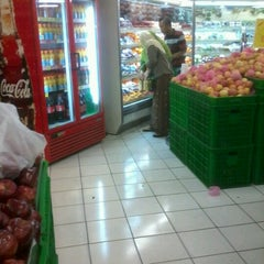 Photo taken at Giant Hypermarket by Nisa I. on 8/31/2012