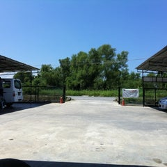 Photo taken at Cyber CT Carwash & Cafe by LaVender 私. on 4/2/2012