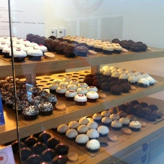 Photo taken at Sprinkles Cupcakes by Kevin M. on 5/13/2012