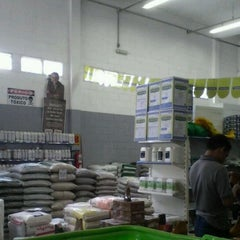 Photo taken at Comercial Risadinha by Hanna R. on 1/19/2012