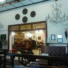 Photo taken at Museum Batik Kuno Danar Hadi by najib n. on 7/3/2012