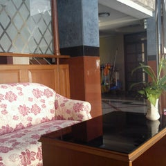 Photo taken at Tara Lake Bangkok Hotel by Jazz O. on 8/14/2012