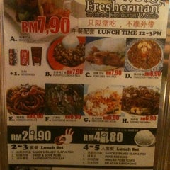 Photo taken at 渔人厅 Fresherman Seafood Restaurant & Cafe by Jaycee G. on 9/5/2012