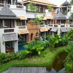 Photo taken at Muang Samui Vilas & Suites, Choegmon Beach by Mayor on 1/25/2012
