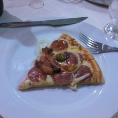 Photo taken at Pizzaria Azeite de Oliva by @ronaldo a. on 12/10/2011