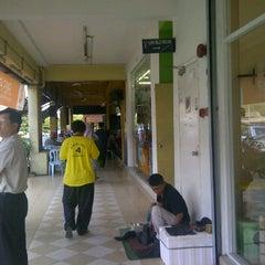 Photo taken at Nasi Dagang Ulik Mayang by shamri s. on 2/2/2012