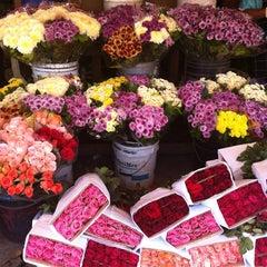Photo taken at Mercado de Jamaiquita by Alviseni L. on 4/14/2012