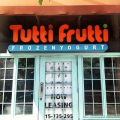 Photo taken at Tutti Frutti & Small Oven Bakery by Jo on 6/16/2012