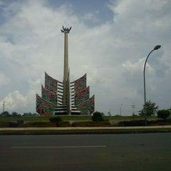 Photo taken at Bundaran Kuala Kapuas by ♛ Azis Backpacker ♛ I. on 2/8/2012