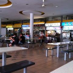 Photo taken at Tiong Bahru Market & Food Centre by Wanduu K. on 3/17/2012