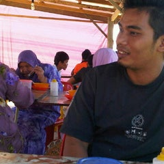 Photo taken at Kedai mi sup tepi tali air by Mamat P. on 2/7/2012