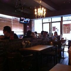 Photo taken at 1885 Burger Store by Shih-Chun L. on 5/15/2012