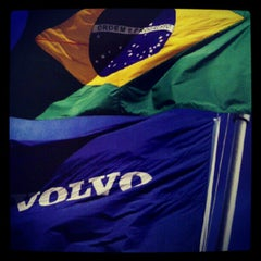 Photo taken at Volvo do Brasil by Evandro T. on 9/10/2012
