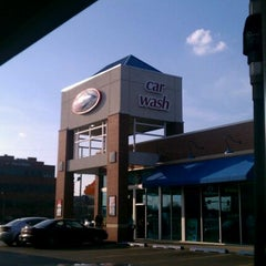 Photo taken at Delta Sonic Car Wash by JAY on 3/15/2012