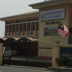Photo taken at Ibupejabat Kastam Sabah by Enzy F. on 8/28/2011
