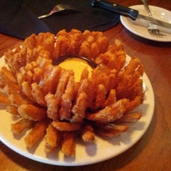 Photo taken at Outback Steakhouse by Mc on 9/4/2012