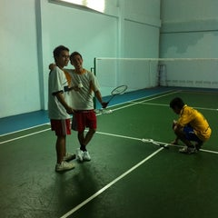 Photo taken at โรงเรียนแบดมินตัน ASK by Win T. on 5/17/2012