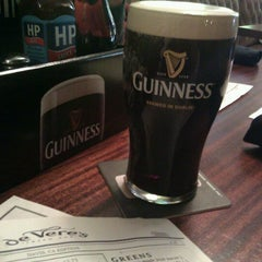 Photo taken at de Vere's Irish Pub by Blake C. on 11/9/2011