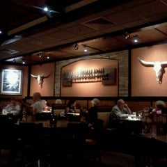 Photo taken at LongHorn Steakhouse by Bobbie B. on 12/7/2011