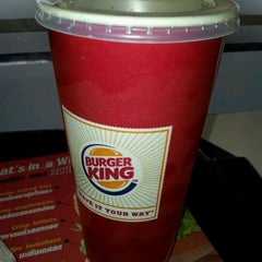 Photo taken at Burger King (เบอร์เกอร์ คิง) by Meythee L. on 11/30/2011
