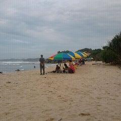 Photo taken at Pantai Indrayanti by Wisnu T. on 1/29/2012