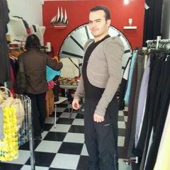 Photo taken at veni vidi butik by 👤 on 4/16/2012
