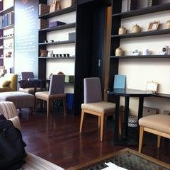 Photo taken at Coffee Gallery (คอฟฟี แกลเลอรี) by Fon S. on 1/3/2011