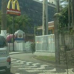Photo taken at McDonald's by Antonieta De Lio on 10/27/2011