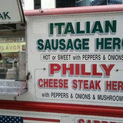 Photo taken at Dominic's Food Truck by rahmel on 9/14/2011