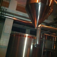 Photo taken at Jem's Beer Factory by Ravid E. on 1/24/2012